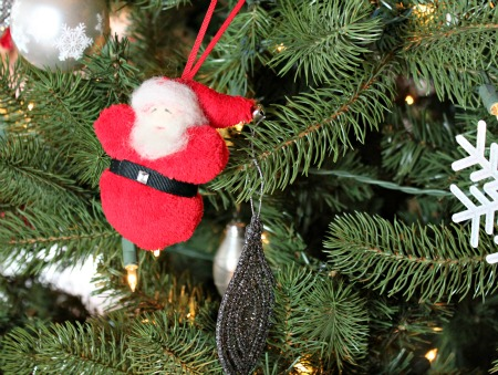 #Handmade #Felt Christmas Bulb Ornaments make the perfect gift this holiday season via www.waittilyourfathergetshome.com #Christmas #bulbs #ornaments #kidfriendly #christmastree