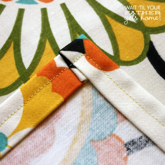 Easy Cloth Napkins @ Wait Til Your Father Gets Home perfect to take on a Spring picnic #clothnapkins #sewing