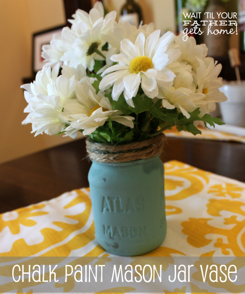 Chalk Paint Mason Jar via www.waittilyourfathergetshome.com #spring #decor #DIY #sewing #masonjar