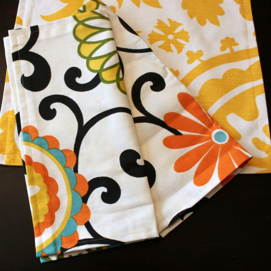 Cloth Napkins via www.waittilyourfathergetshome.com #spring #decor #DIY #sewing #clothnapkins