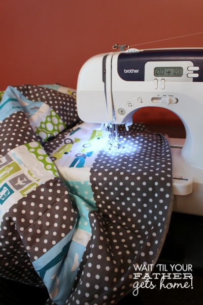 Quilting a Quilt via www.waittilyourfathergetshome.com #quilt #sewing