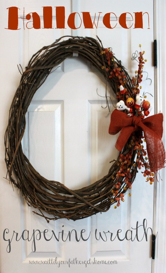 Halloween Grapevine Wreath that's easy and affordable to make! via www.waittilyourfathergetshome.com #Halloween #wreath