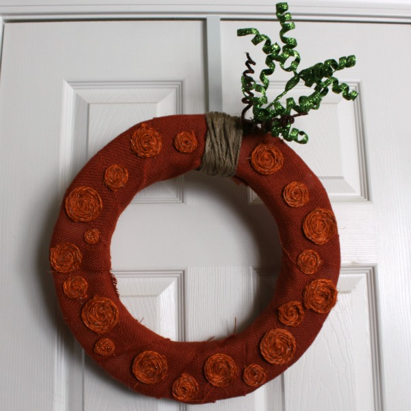 The Perfect Pumpkin Wreath via www.waittilyourfathergetshome.com #pumpkin #wreath #fall