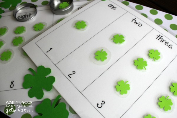 Shamrock Number Matching Game via www.waittilyourfathergetshome.com #numbermatching #preschool #shamrock #numbers #kids