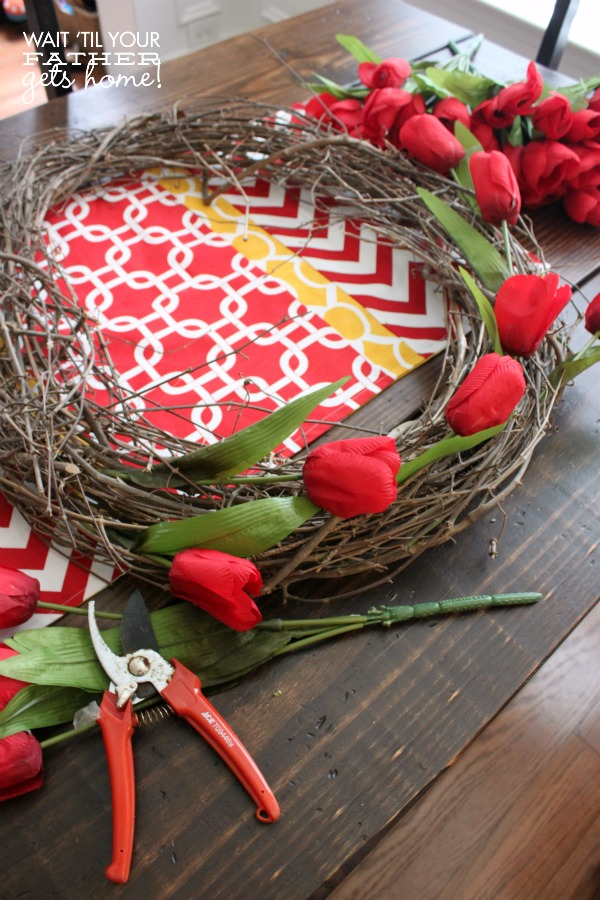 This tulip & grapevine wreath is a perfect and fresh wreath to create this Spring from www.waittilyourfathergetshome.com #wreath #grapevine #tulips #spring