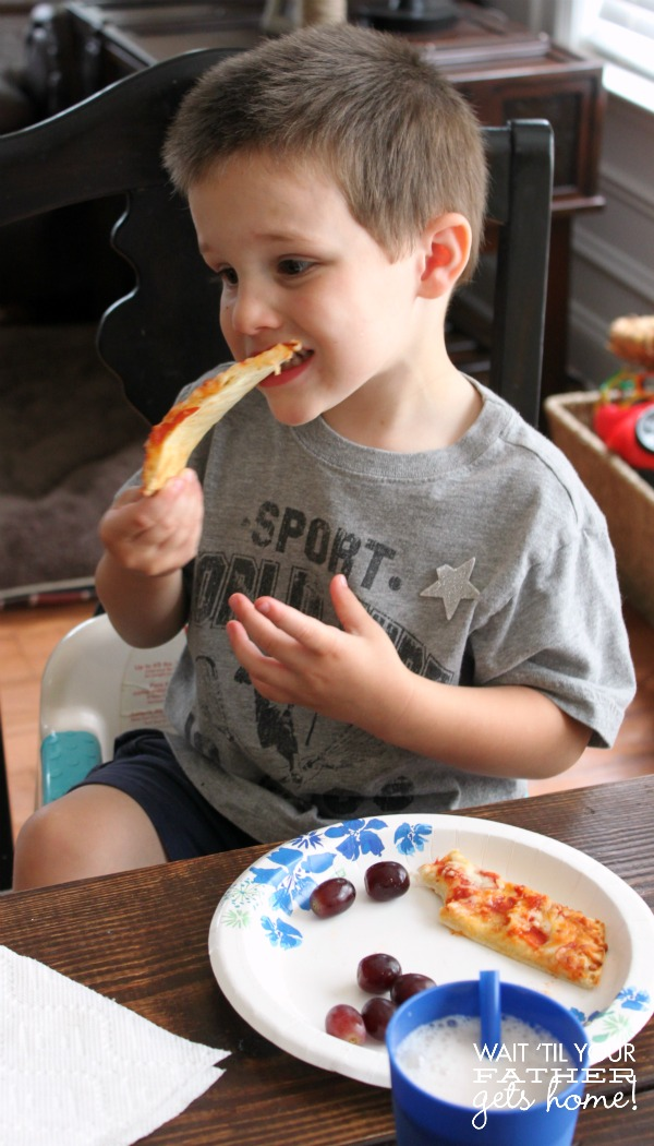 Make your next pizza lunch with Tony's Pizza from Walmart! #tonyspizzeria #pmedia #ad
