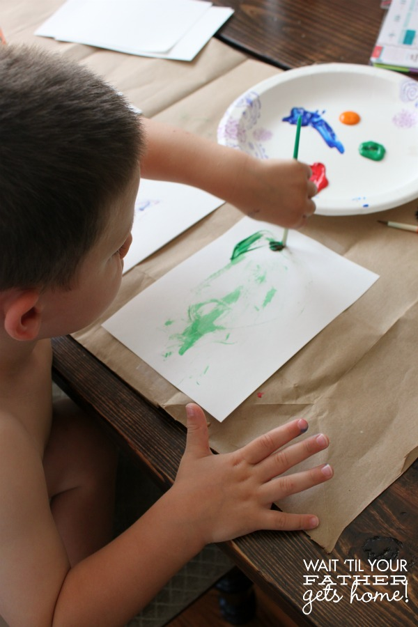 These useful tips will come in handy when you tackle the fun project of painting with toddlers via Wait Til Your Father Gets Home. #kidscrafts #painting #kidsactivities #toddlers #preschoolers