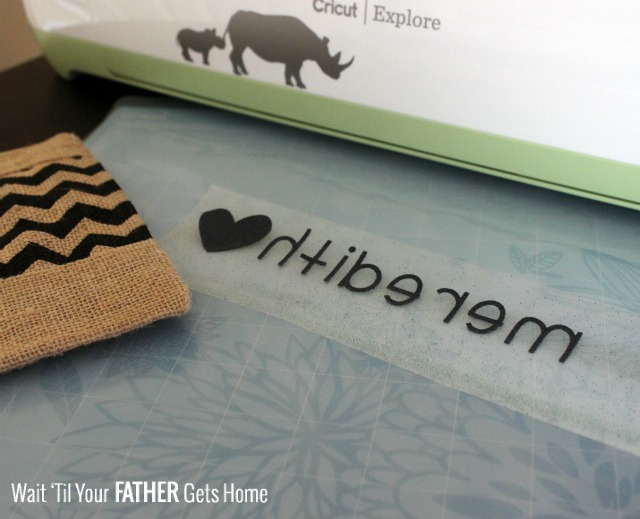 Use your Cricut Explore to personalize a cute zipper pouch or bag to hold all of your mommy essential's.  It's perfect to throw in the diaper bag! #mommybag #personalizedbag #CricutExplore
