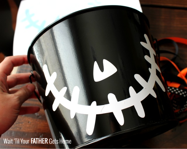 Use vinyl to create a Halloween Treat Bucket this year via Wait 'Til Your Father Gets Home #Halloween #Halloweenbucket #vinyl