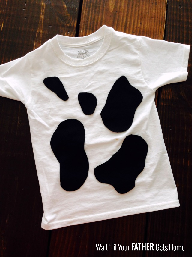 Easy Cow T-Shirts via Wait Til Your Father Gets Home #Halloween #HalloweenCostumes #CowCostumes