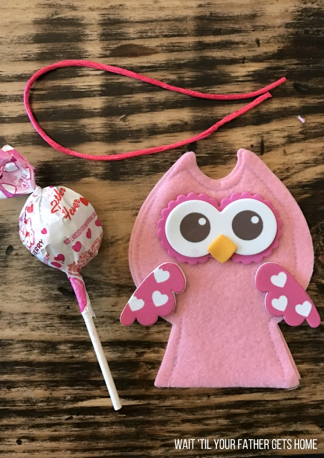 Owl Lollipop Cover Valentine Crafts with Oriental Trading and Wait 'Til Your Father Gets Home #ValentinesDay #CardBox #ValentinesDayCards #aff #sp #OrientalTrading