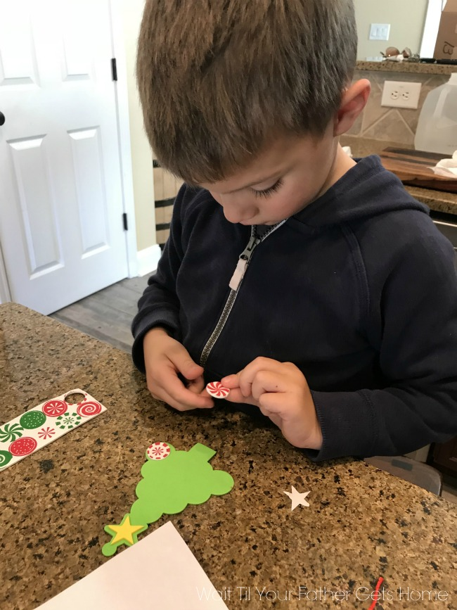 Christmas Crafts with Kids and Oriental Trading #ChristmasCrafts #ChristmasOrnaments #KidCrafts #KidChristmasCrafts #ad #sp #OrientalTrading